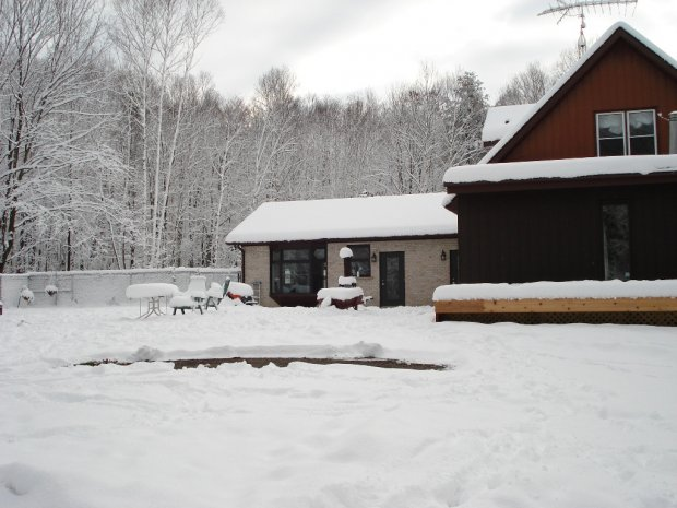 THE LEFT SIDE VIEW OF THE KENNEL
